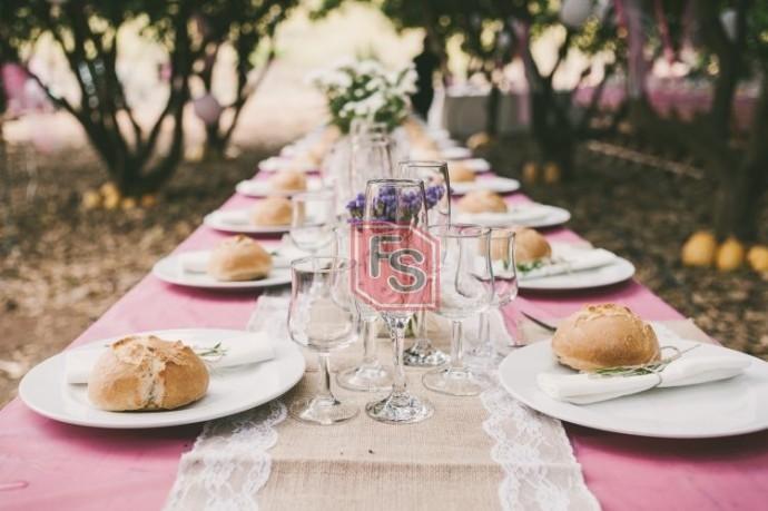Almuerzo en una boda. Fuente: Pinterest.